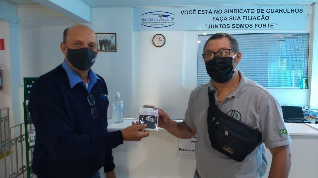 CNTA e entidades coligadas distribuem máscaras de proteção para caminhoneiros