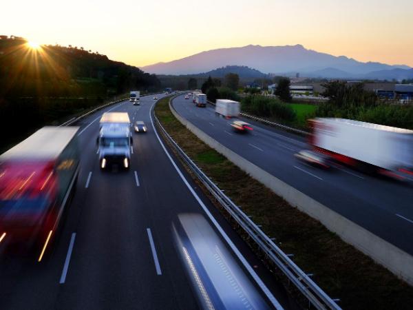 Saiba quais são os direitos dos motoristas que trafegam em rodovias concessionadas